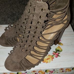 BAMBOO strappy heeled shoe